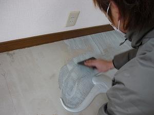 フロアタイル糊の塗り方
