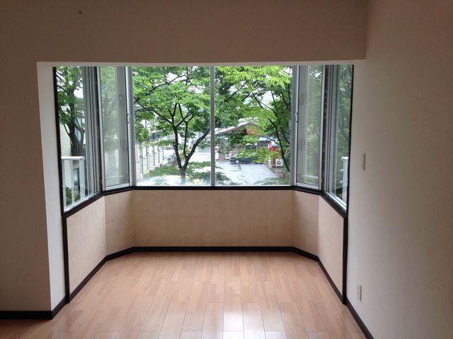 出窓にエコカラット施工 シーアイマンション三浦海岸 出窓にエコカラット | 横須賀市のリフォーム