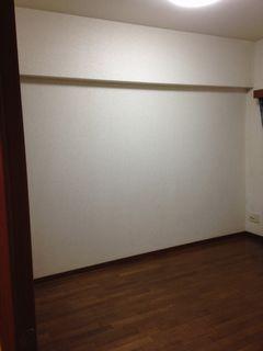 クロス貼り替える前の洋室